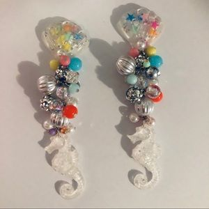 Seahorse coral silver rhinestone shell earrings 🐚